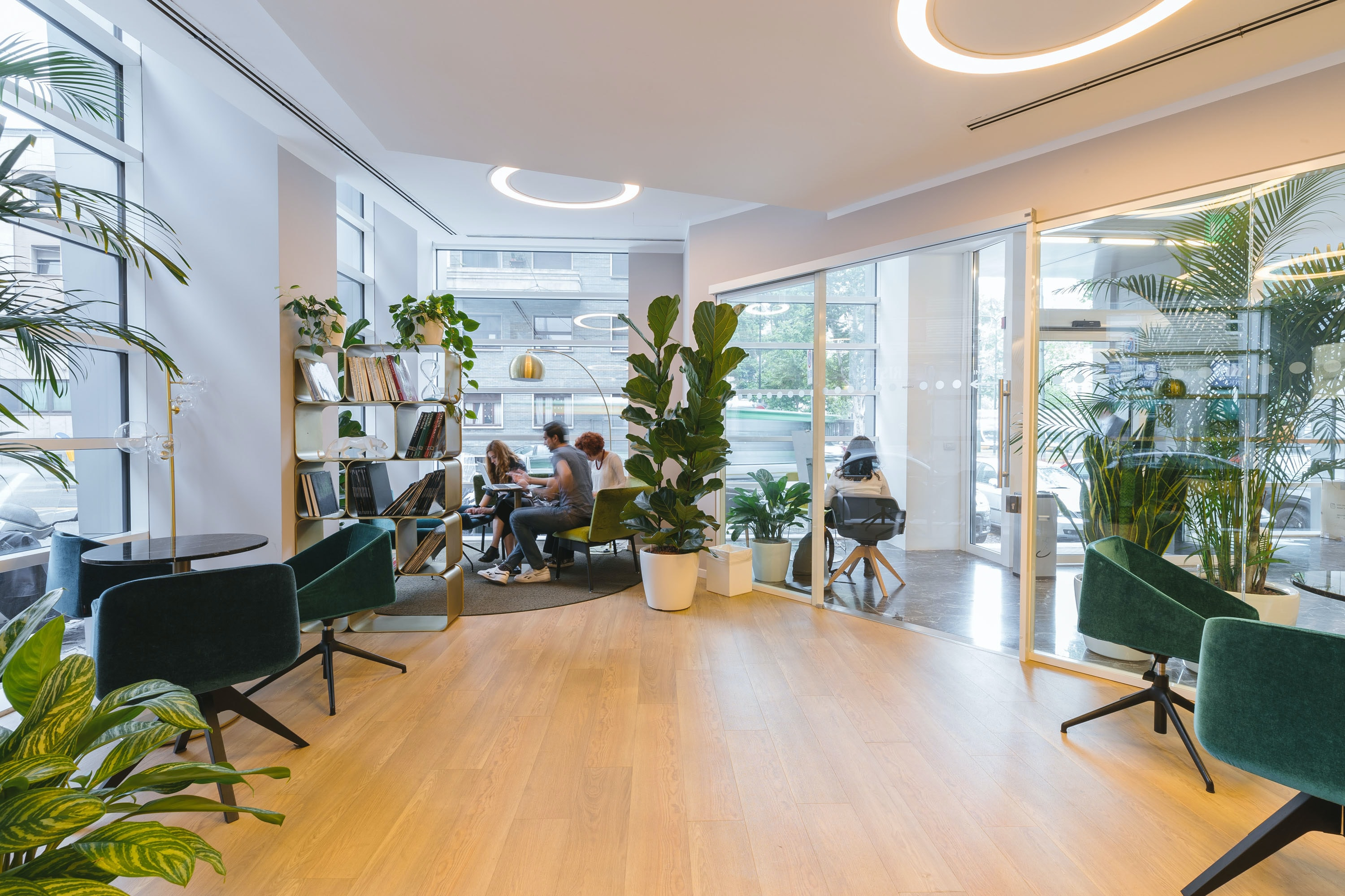 An office layout that promotes collaboration whilst maintaining social distancing
